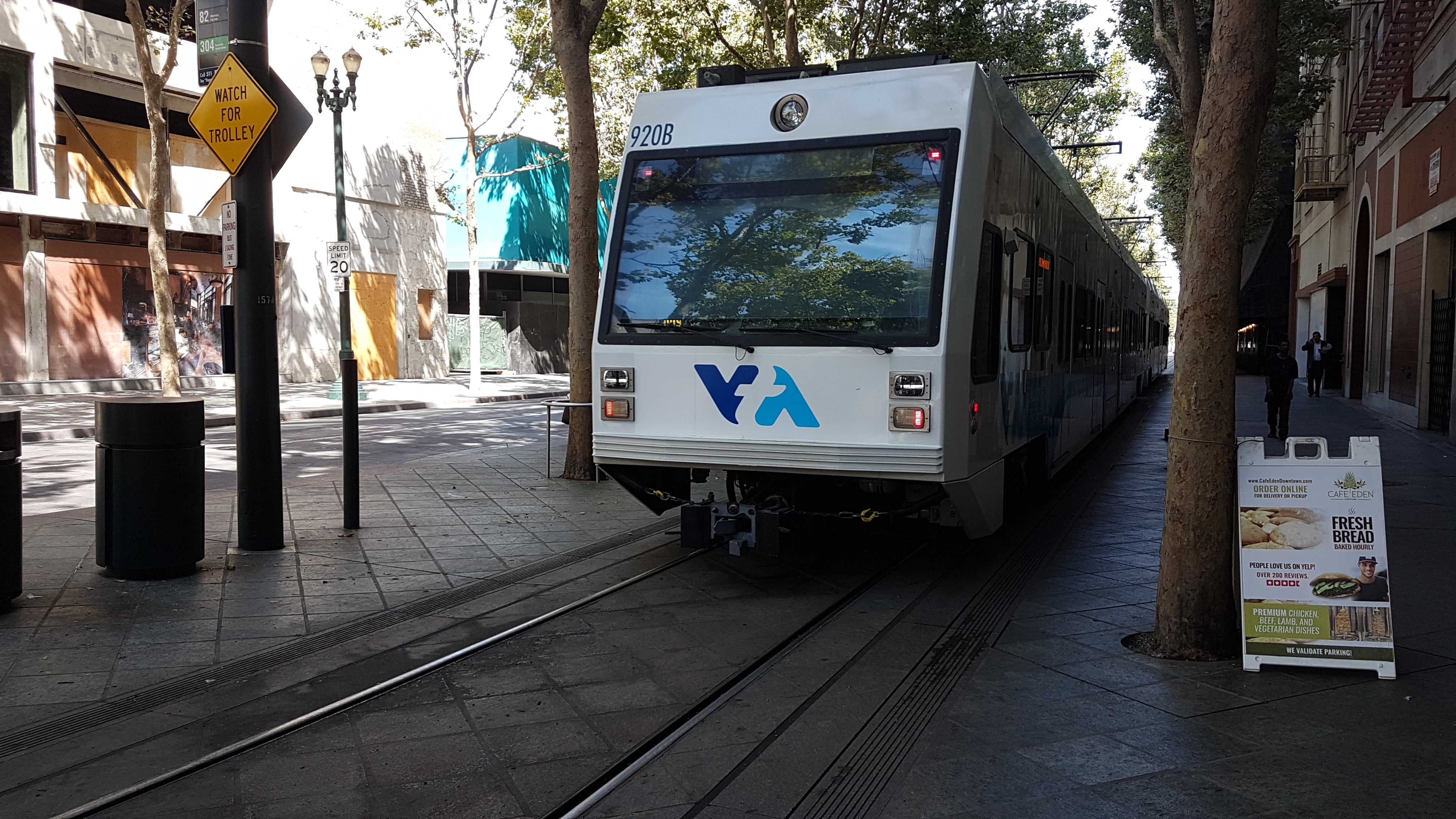 Santa Clara low-floor articulated tram 920 on regional line 902 on the street N 1st Street (2018).