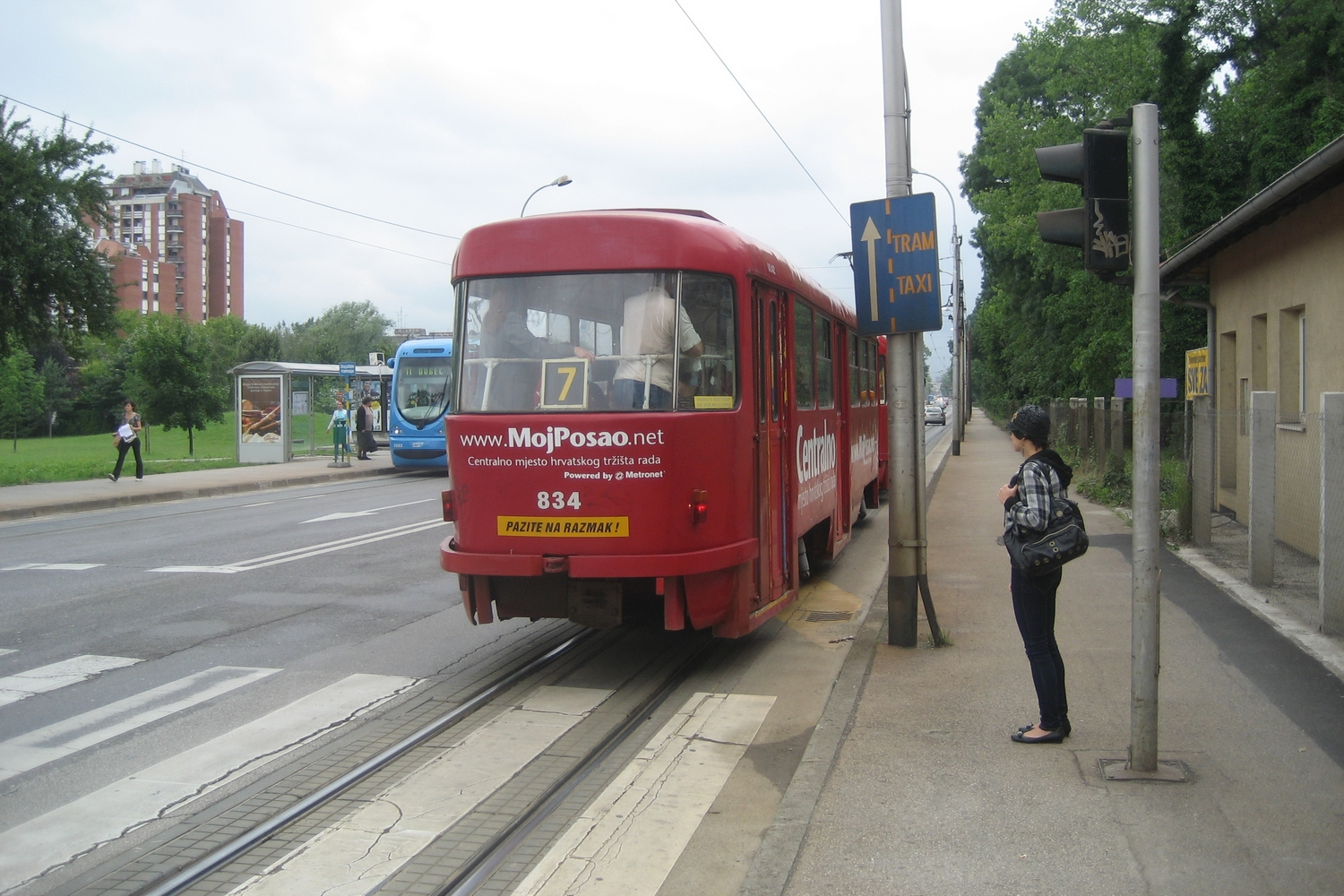 Zagreb railcar 446 on tram line 7 on the road Maksimirska cesta (2008).
