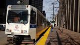 Denver articulated tram 338 on tram line D at the terminus 18th St / Stout Station (2020)