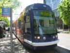 Portland low-floor articulated tram 005 on tram line NS at the stop Art Museum (2016)