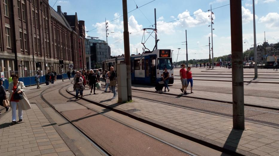 Amsterdam articulated tram 832 on tram line 16 at the terminus Centraal Station (2016).