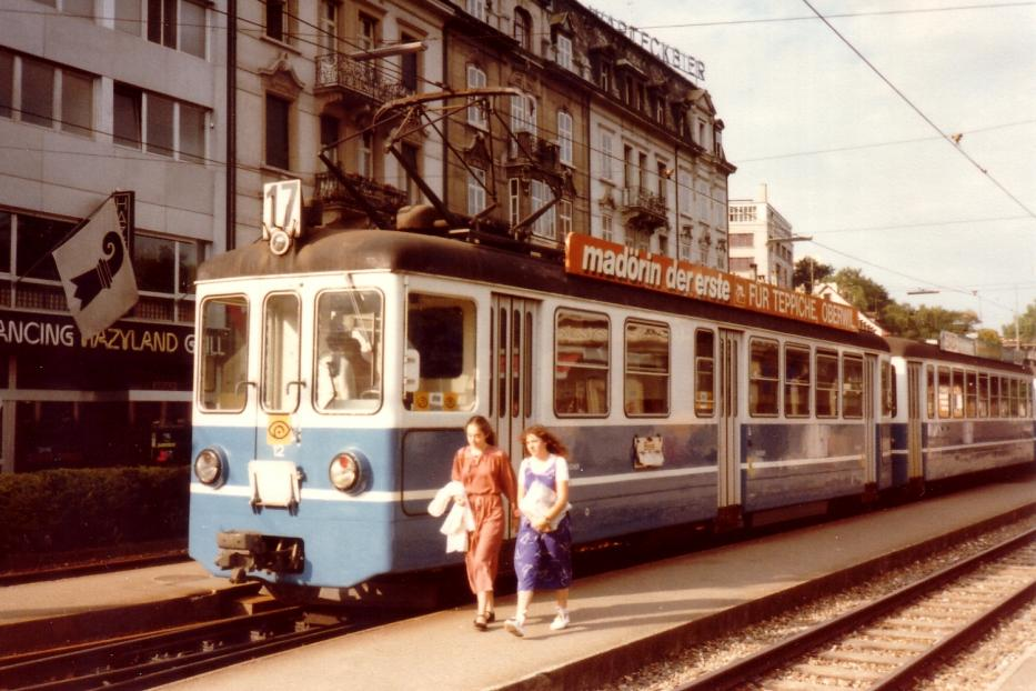 Basel railcar 12 on extra line 17 the old terminus Basel (1980). Birsigtalbahn, the combination consists of railcar and two trailer, type B4, delivered the 1966th The most seen picture in the 2016th
