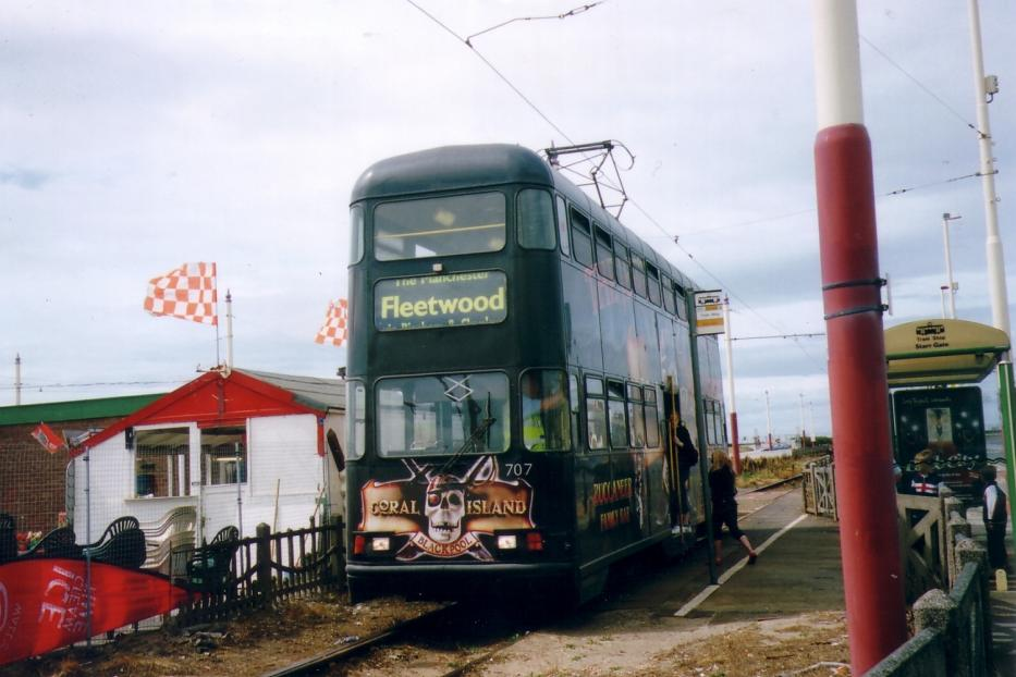 Blackpool railcar 707 on tram line T at the terminus Starr Gate (2006).