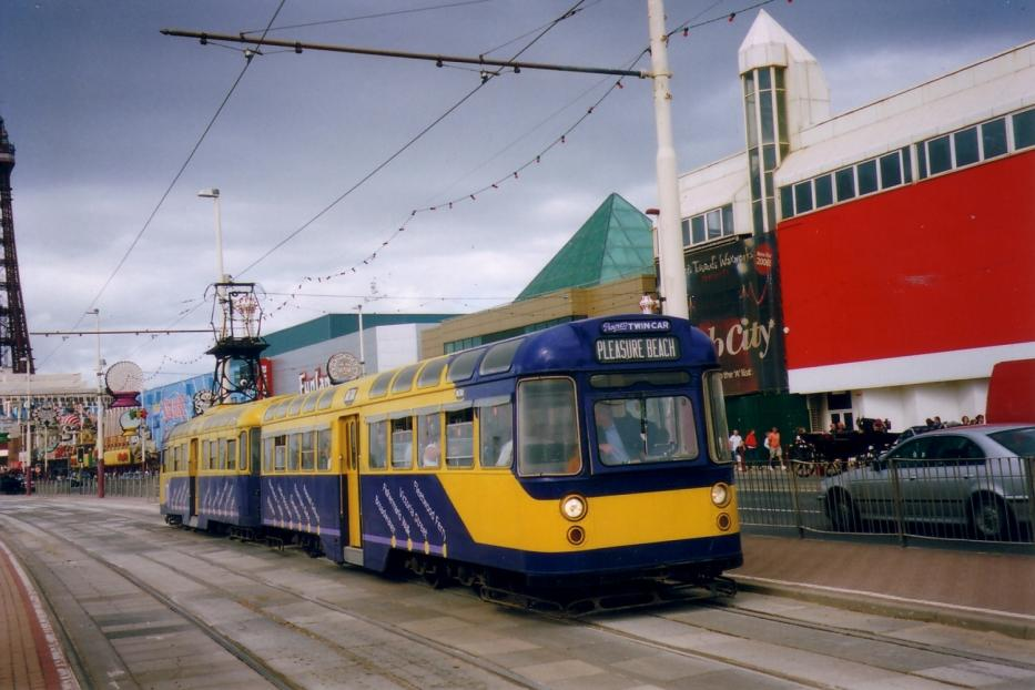 Blackpool tram line T at the stop Central Pier (2006).