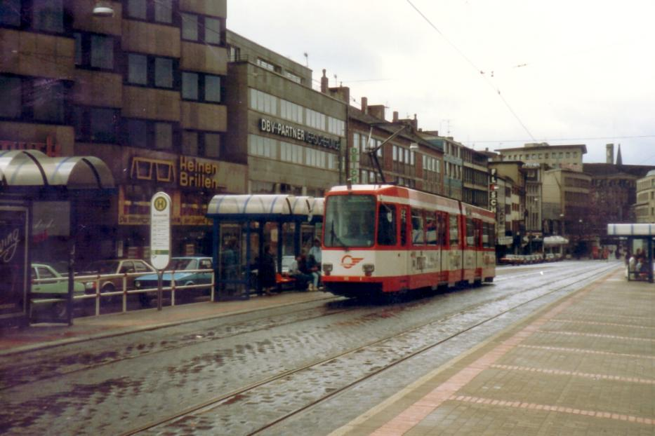 Bochum articulated tram 305 on tram line 302 at the stop Hauptbahnhof (1988). There is now a tram tunnel.