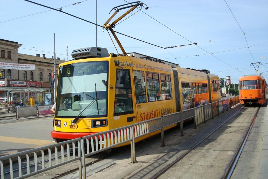 Brno low-floor articulated tram 1820 on tram line 6 at the stop Hlavi Nádraž (2008).