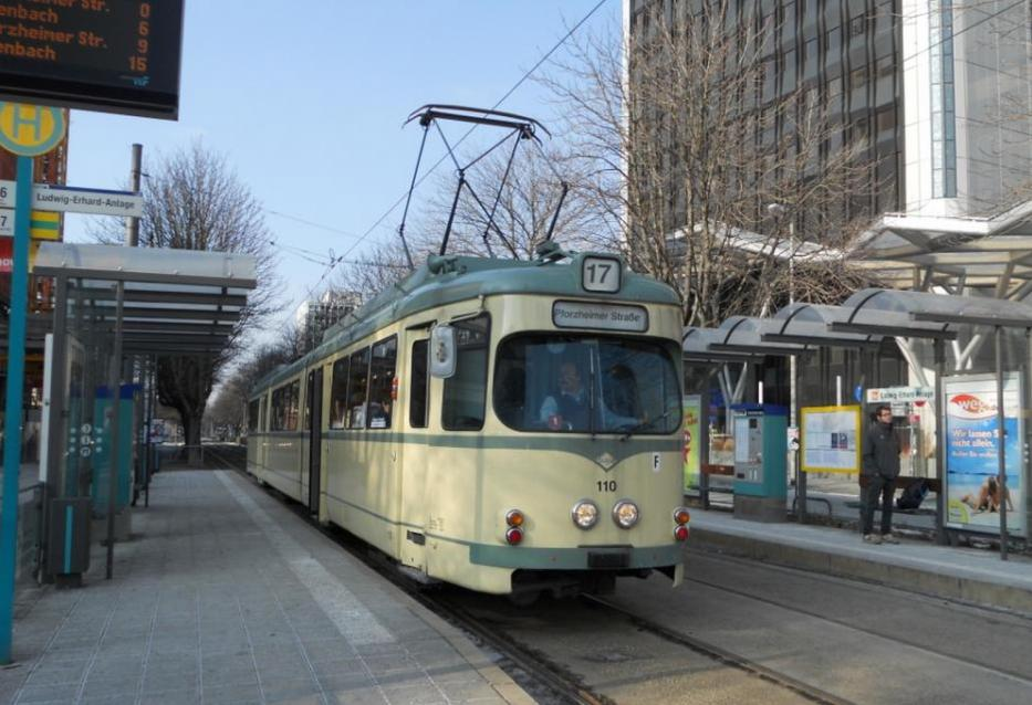 Frankfurt am Main museum tram 110 on tram line 17 at the stop Ludwig-Erhard-Anlage (2013). Museum trolley is installed as operating wagon.