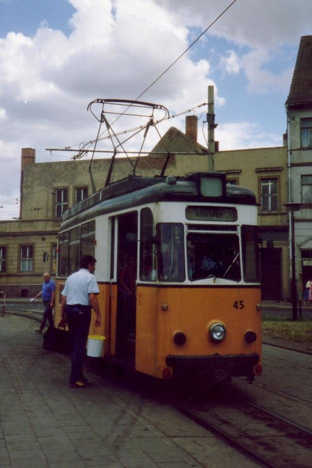 Gera railcar 45 on Nordhausen tram line 2 the old terminus Arnoldsstraße (1990).