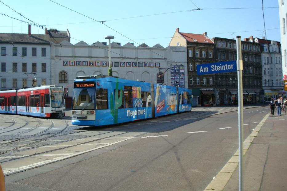 Halle (Saale) low-floor articulated tram 664 on tram line 2 in the square Am Steintor (2008).