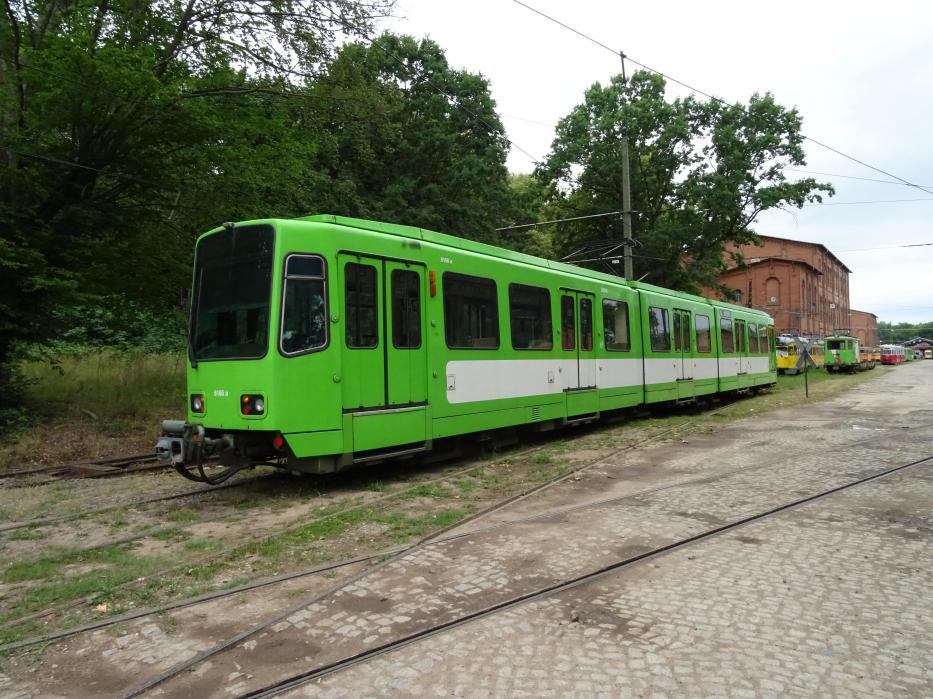 Hannover articulated tram 6166 on the side track at Lager- und Abstelhalle (2020).