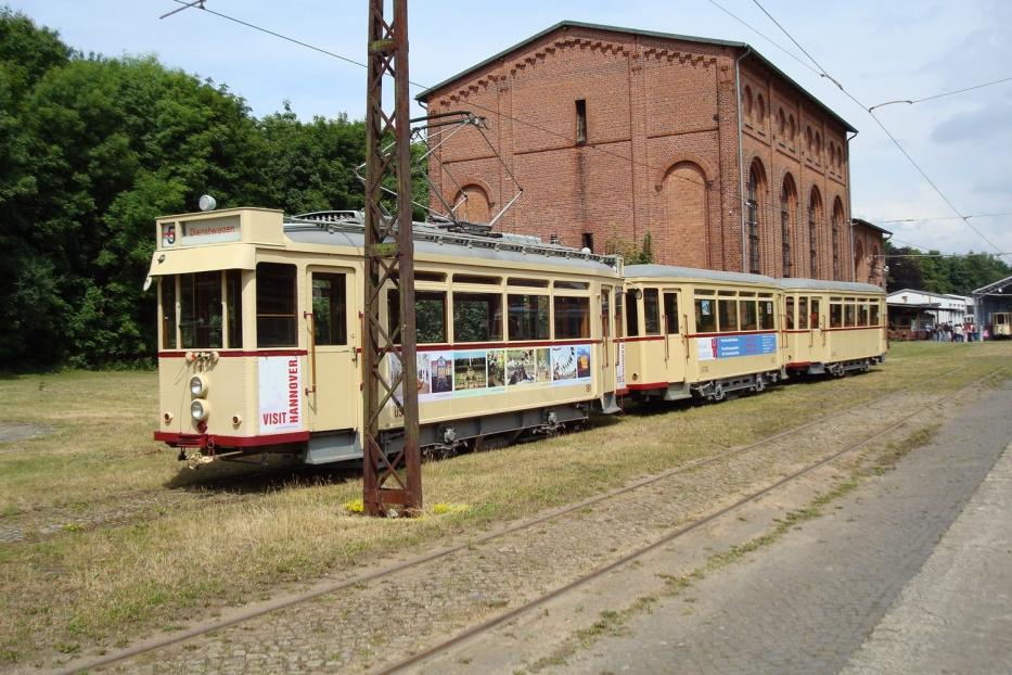 Hannover railcar 181 on the entrance square Hannoversches Straßenbahn-Museum (2008).