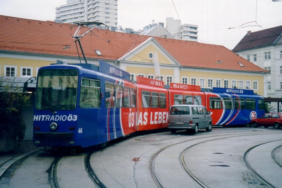 Linz articulated tram 46 at the temporary terminal Sonnensteinstrasse (2004). It is not in operation. There is not the normal operation in the loop.
