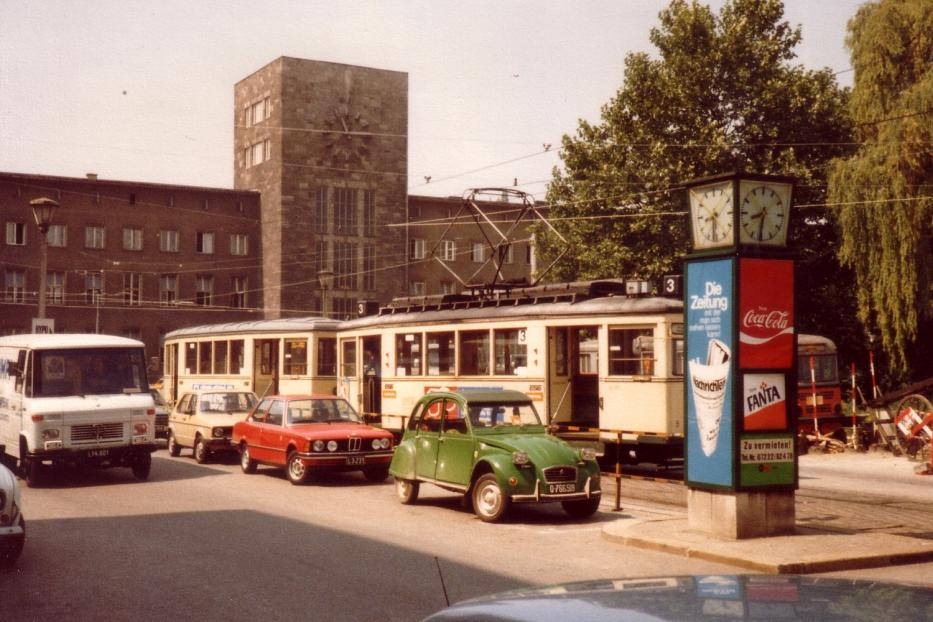 Linz railcar 5 on tram line 3 the old terminus Hauptbahnhof (1982). There is now a tram tunnel.