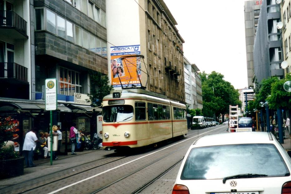 Ludwigshafen articulated tram 126 on tram line 11 at the stop Ludwigsstraße (2003).