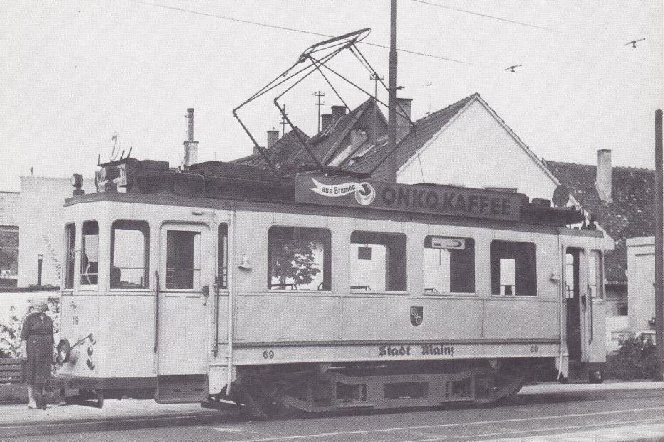 Mainz railcar 69 on tram line 7 at the terminus Mombach (1962).