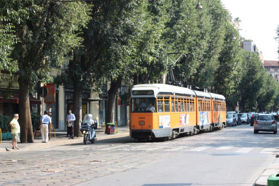 Milan articulated tram 4826 on tram line 12 on Via Cenisio (2009).