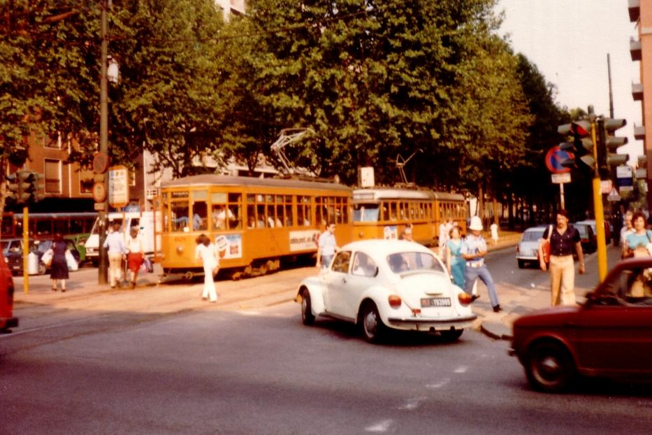 Milan railcar 1828 on tram line 33 on Viale Certosa (1981). Behind there is an articulated, type series 4800, delivered 1971-1973.