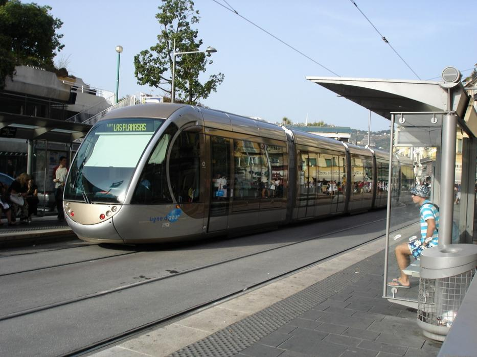 Nice low-floor articulated tram 001 on tram line 1 at the stop Saint-Charles (2008).