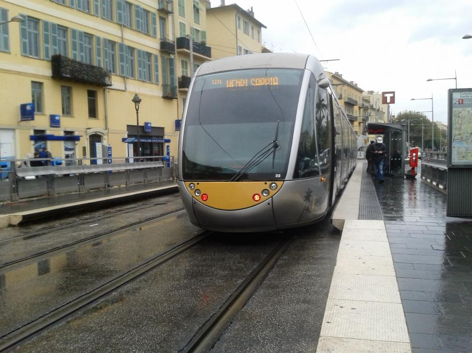 Nice low-floor articulated tram 022 on tram line 1 at the stop Cathédrale Vielle Ville, seen from behind (2016).