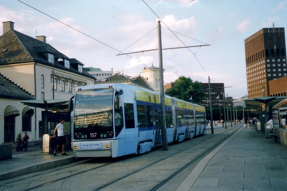 Oslo low-floor articulated tram 157 on tram line 10 at the stop Aker brygge (2005).