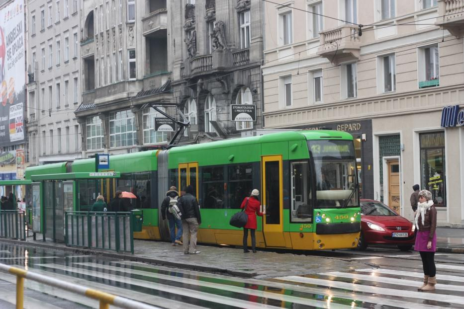 Poznań articulated tram 450 on tram line 13 at the stop Park Wilsona (2009).