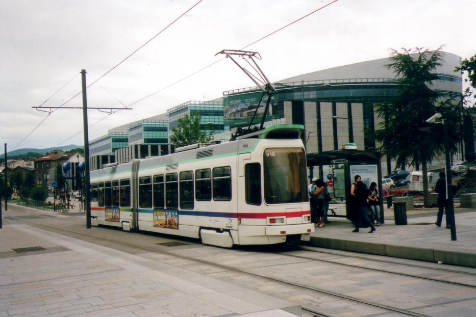 Saint-Étienne low-floor articulated tram 918 on tram line T3 the old terminus Châteaucreux (2007).