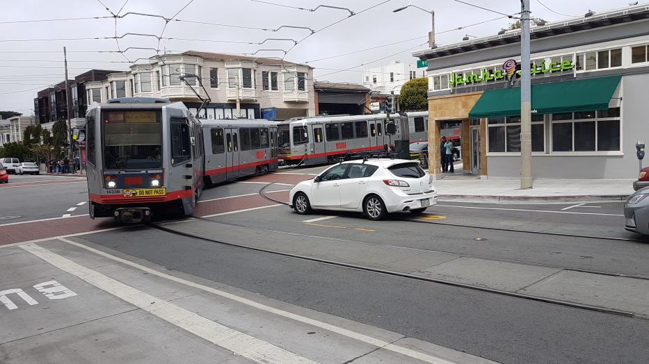 San Francisco articulated tram 1433 in the intersection 9th Ave & Irving St. (2021).
