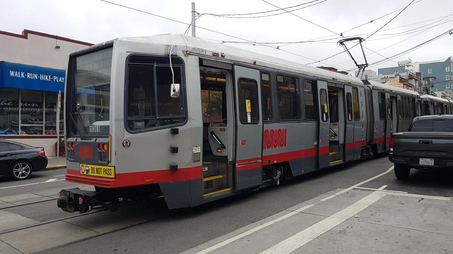 San Francisco articulated tram 1536 on tram line N Judah in the intersection 9th Ave & Irving St. (2021).