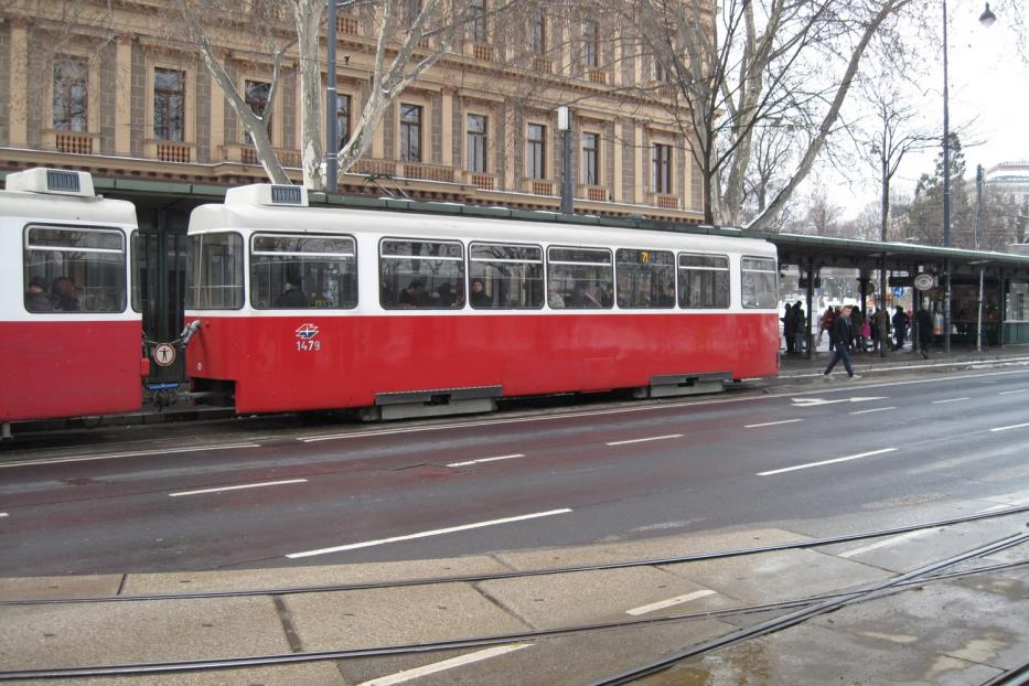 Vienna sidecar 1479 on tram line 71 at the stop Dr.-Karl-Renner-Ring (2013).